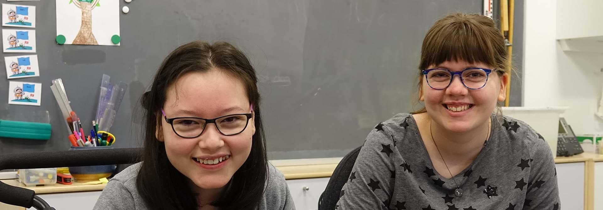 Laura og Maya er børn med cerebral parese på Geelsgårdskolen