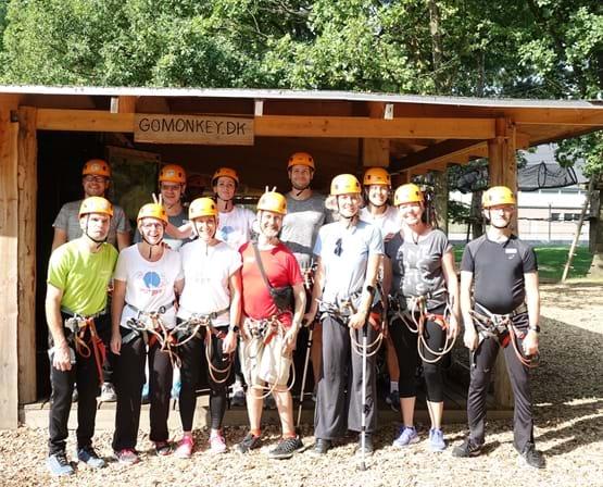 Fællesfoto fra klatring på voksencamp