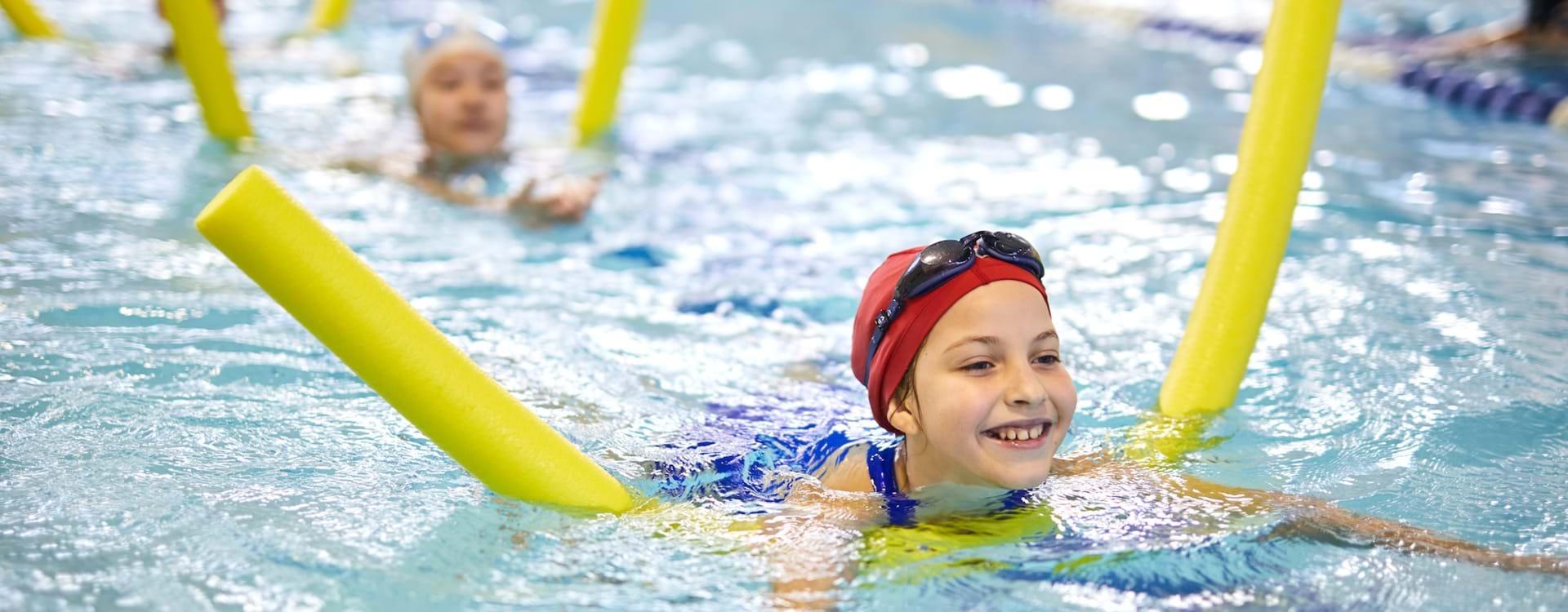Svømning med hjælpemidler
